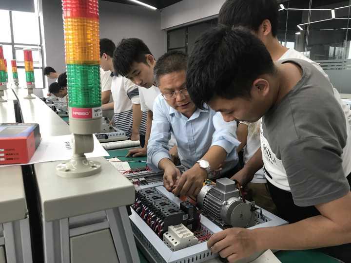 汇邦工业机器人应用与维护培训面向全国招生